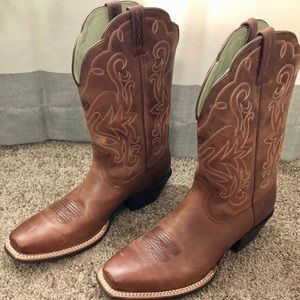 *Ariat Women's Leather Western Boots. Sz 10